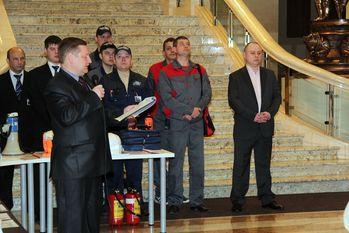 Участники демонстрации в атриуме исторической лестницы ТОК Воздвиженка центр
